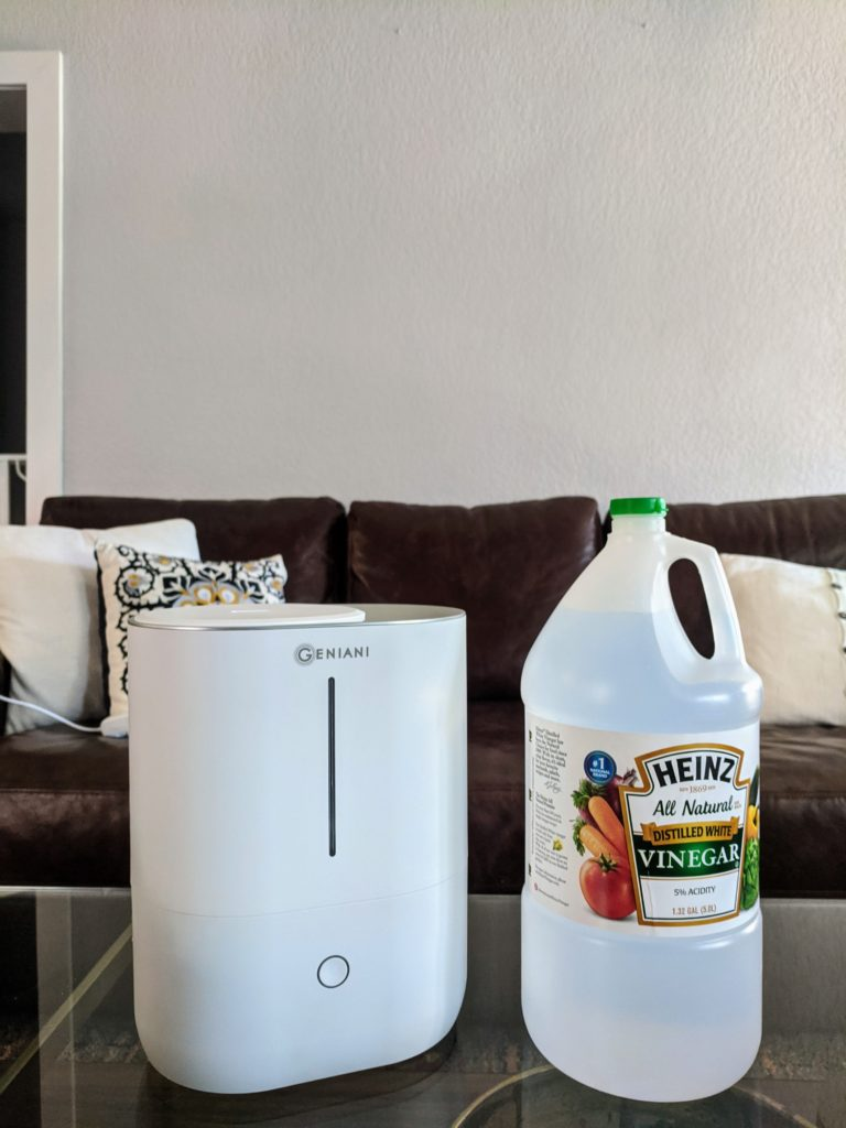 How to clean a humidifier with water and vinegar.